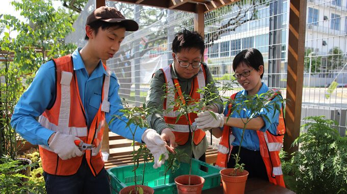 Mr Joel Lee And Students From The Horticulture Team.