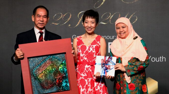 APSN President Mr Chan Chee Keong With Guest-of-Honour Ms Grace Fu