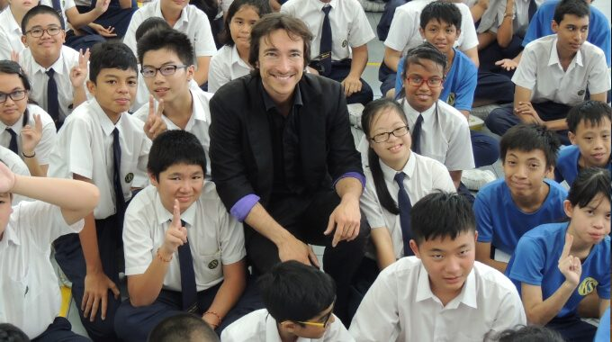 Illusionist Nicolai Friedrich Charms APSN Beneficiaries With His Brand Of Magic